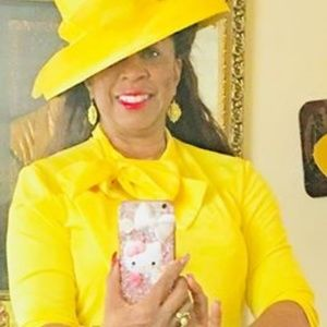 Dresses & Skirts - Yellow dress with a bow